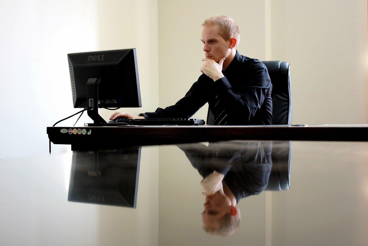 Pravilna drža za računalnikom je dobra investicija v vaše zdravje